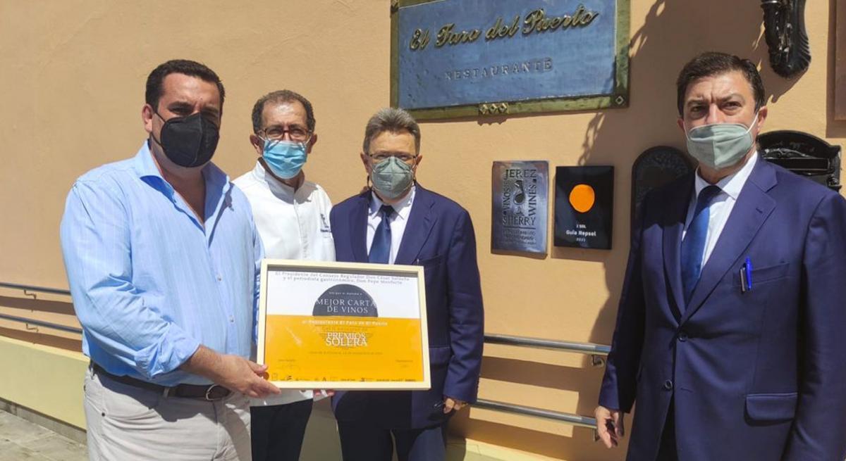 El restaurante El Faro de El Puerto, galardonado con el premio a la mejor carta de vinos de la provincia